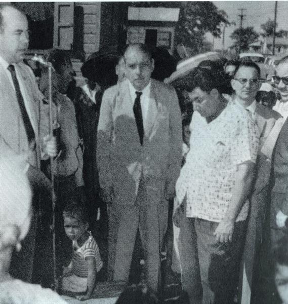 Francisco Robledo, a la derecha de Muñoz Marín.